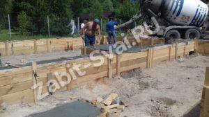 бетоном ленточный фундамент 6 300x169 - Забивка свай Дмитровский район