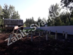свай на даче Красное Софряково 1 300x225 - Забивка свай на даче в д. Софряково